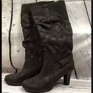 Naturalizer boots size 8 soft suede/microfiber